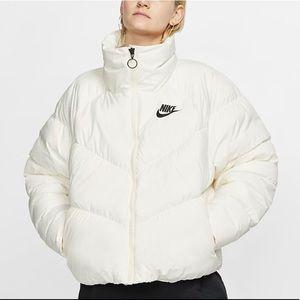 Brand new Nike jacket women's size Laege